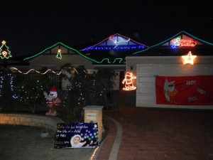Very aussie lights, notice the white boomer on the roof. Apparently 6 white boomers (male kangaroos) pull santa's sleigh in Australia.